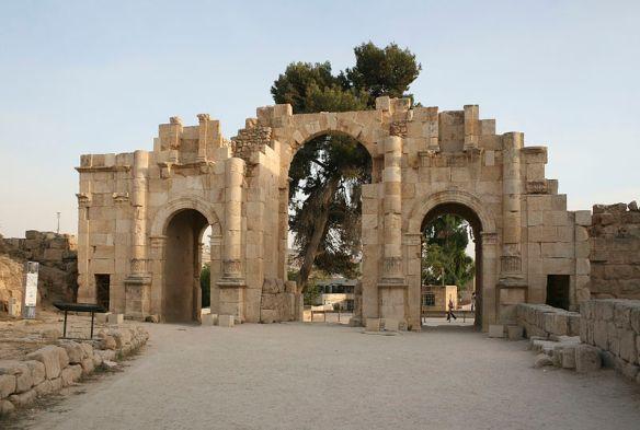 800px-South_Gate,_Jerash,_Jordan2